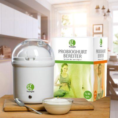 Joghurtbereiter_ohne_Erdbeere_loeffel_draußen